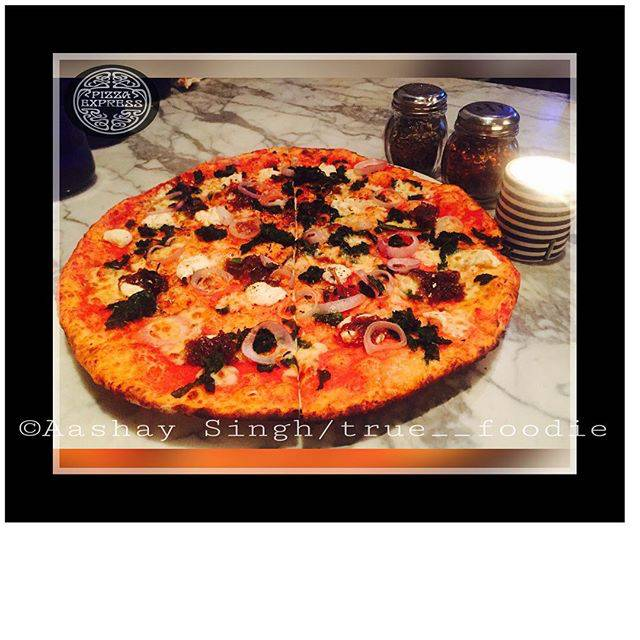 Aashay Singh,India,Maharashtra,Mumbai,Fort,undefined,Did some one say pizza? All about pizzas in Mumbai ,pizza-express-aashay-singh-403629e53fb-0-of-6