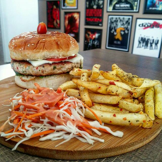 Yourshungrily,India,Karnataka,Bengaluru,Kammanahalli,undefined,Best Burgers and Pizzas in Bangalore,based-on-a-true-story-bistro-yourshungrily-6f153850f3-0-of-10