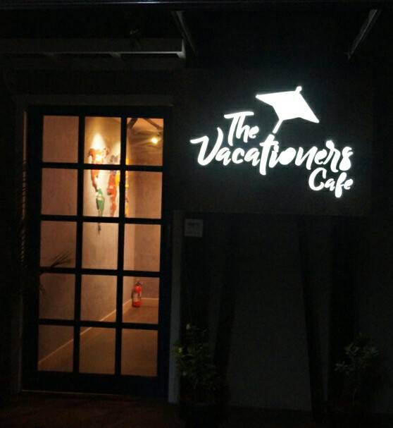 The Vacationers cafe