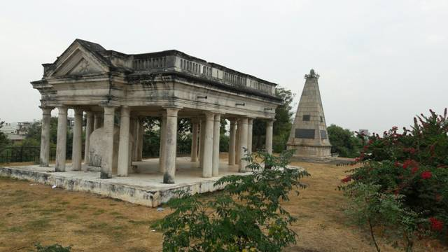 Monsieur Raymond's Tomb, Hyderabad
